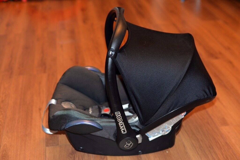 MAXI-COSI CABRIOLET CAR SEAT - in very good and clean condition RRP 150