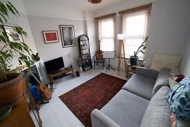 Bright, airy 2 to 3 bed house less than 10 minutes walk from Turnpike Lane tube