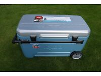 Igloo Maxcold Glide 110 Quart 104 Litres Rolling Cool Chest with Tray Camping / Fishing & Storage