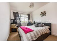 LARGE 3 BEDROOM HOUSE WITH GARDEN AND PARKING