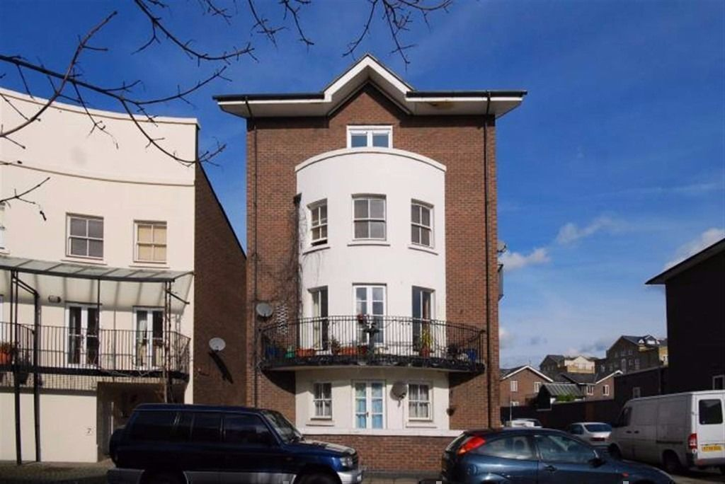 LARGE BIGHT DOUBLE ROOM IN ISLAND GARDENS 175 PW BILLS INCLUDED