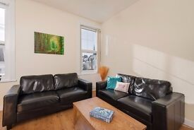 Great double room in shared house OPPOSITE UNIVERSITY - sky movies & sport included, no fees!