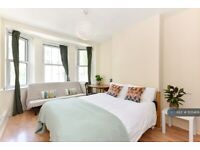 2 bedroom flat in Camelot House, London, NW1 (2 bed) (#1135469)