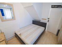 Nice double room in Southfields in tidy flat