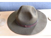 Old-fashioned vintage hat, brown, suede, perfect for fancy-dress or special ocassion!