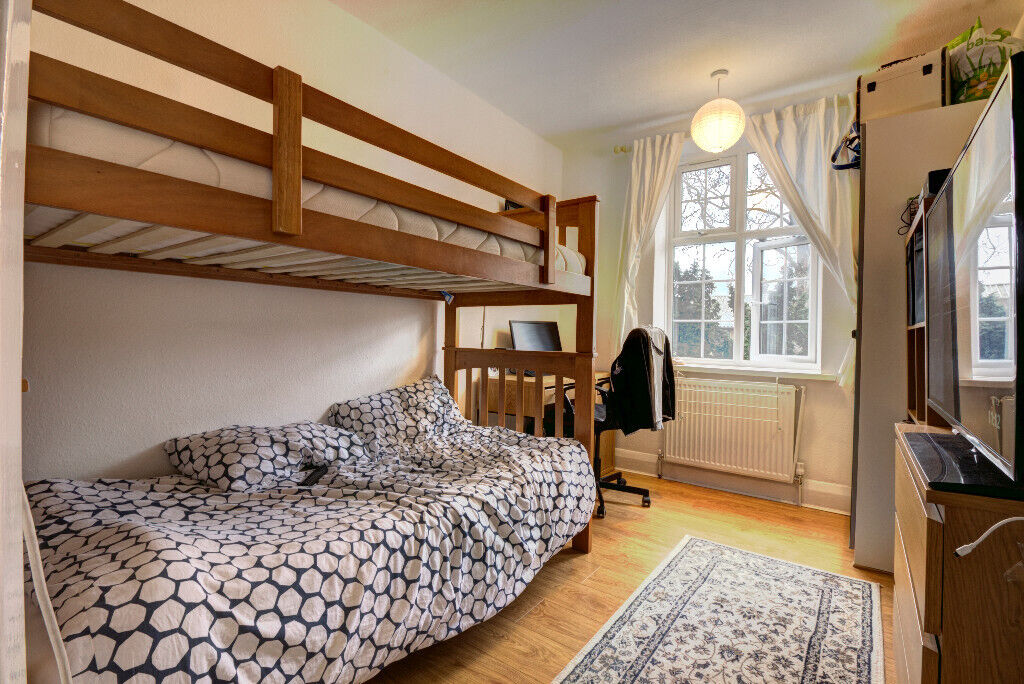 Bedroom To Lett In Shared Flat Norbiton Hall Kingston Upon