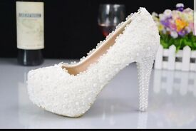 White pearl and lace wedding heels party heals shoes.