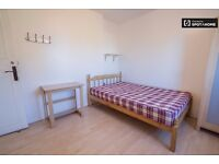 Spacious double rooms in nice flat in Southfields
