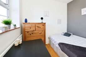 Modern double room, 7 minutes from Camden Town Station