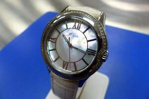 Superbe montre pour femme GUESS Mother Of Pearl  #F012844