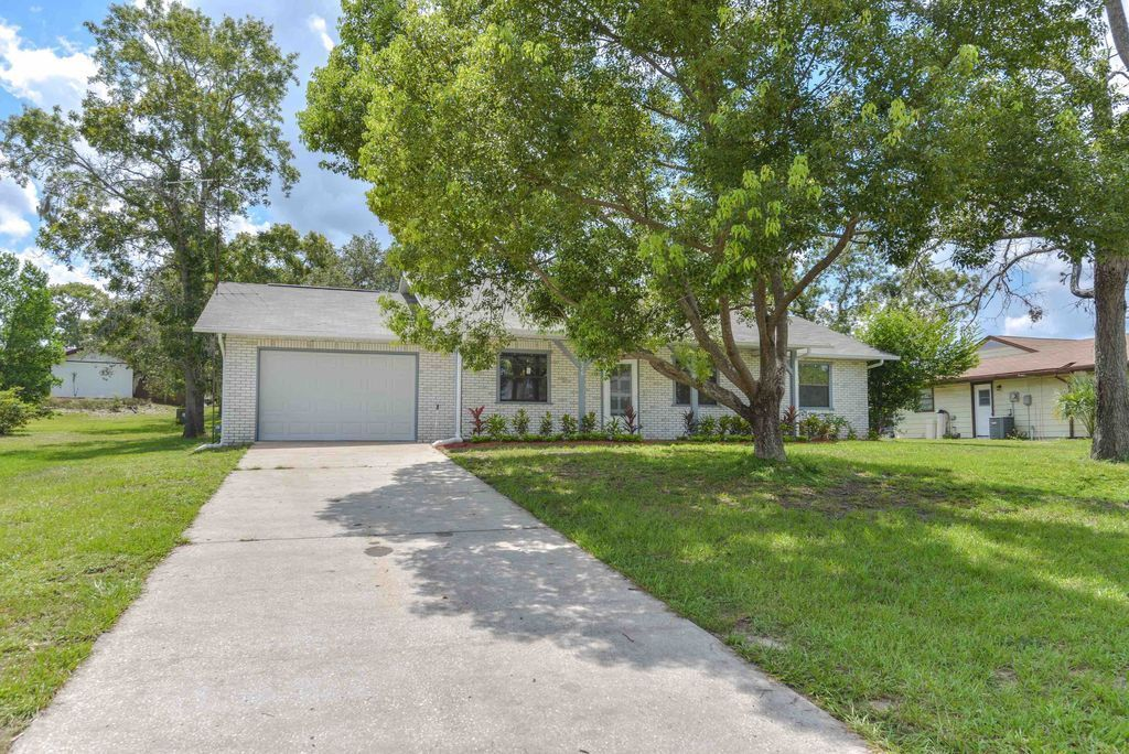 GOLF COURSE COMMUNITY,SWIM,FISH, BEAUTIFUL REMODELLED HOME IN SUNNY FLORIDA