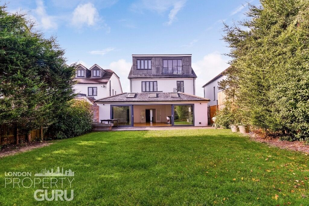Stunning 5 bed 3 bath house on Grand Drive, Raynes Park, SW20
