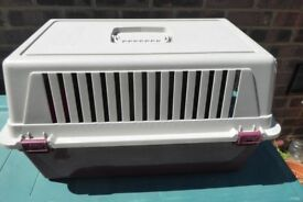 Ferplast Cat / Pet Carrier, 22 inches long, 12.5 inches high, Carry Handle, Good Condition, Histon