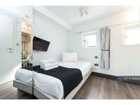1 bedroom in Gunnersbury Ln, London, W3 (#1026100)