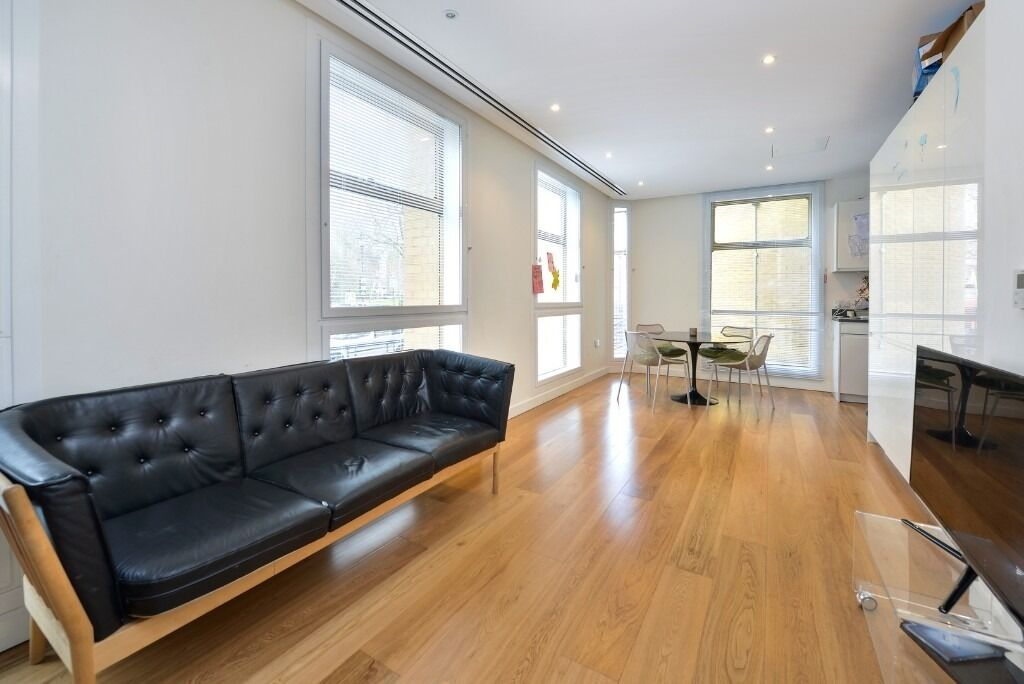 HIGHBURY CRESCENT N5:-HIGH SPEC KITCHEN+BATHROOM-TWO DOUBLE BEDROOMS-WOODEN FLOORS-CLOSE TO STATIONS