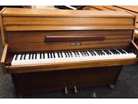 Zender modern piano.