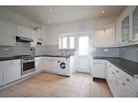 4 BEDROOM HOUSE WITH 3 BATHROOMS AND PRIVATE GARDEN!!PERFECT FOR SHARERS!!1 MIN WALK FROM TUBE