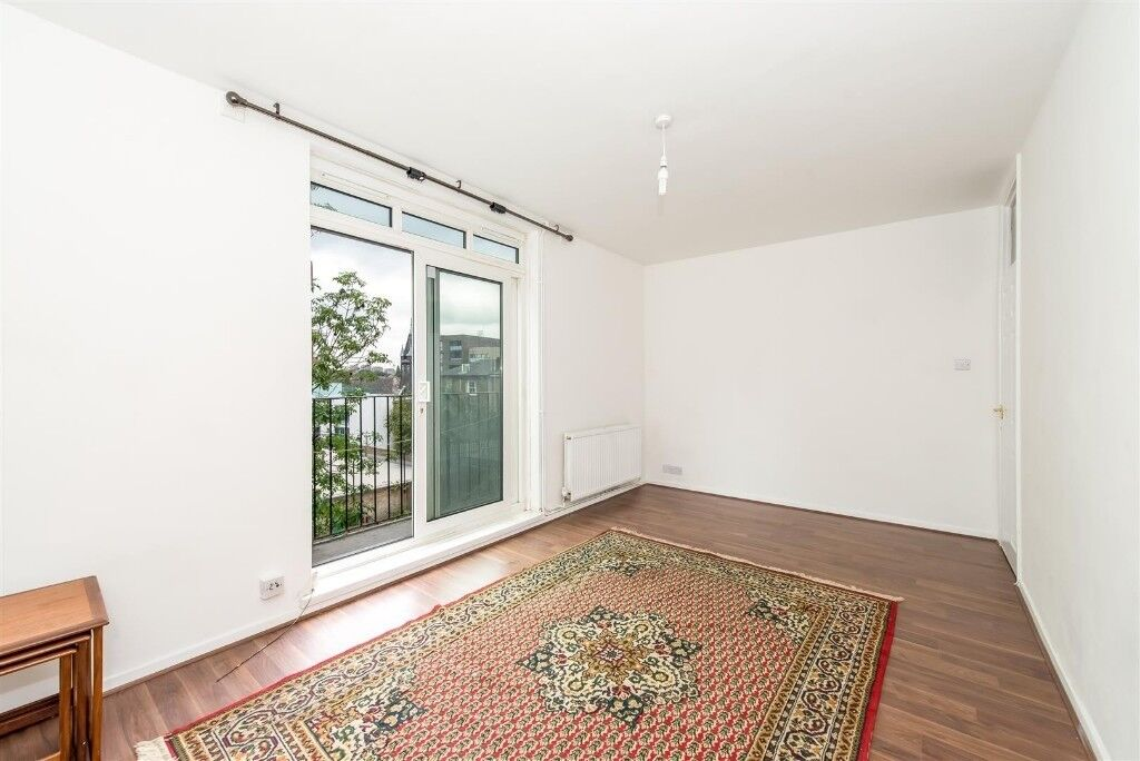 Large, Bright Room to rent in St John's Wood