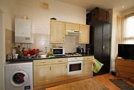 FURZEDOWN SW16 -GREAT SIZE GROUND FLOOR STUDIO FLAT -WANDSWORTH COUNCIL TAX - IDEAL FOR A COUPLE!