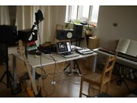 Cheap Recording & Writing Room on Brick Lane with Enginner and Producer.