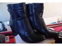 Womans black ankle boots size 6