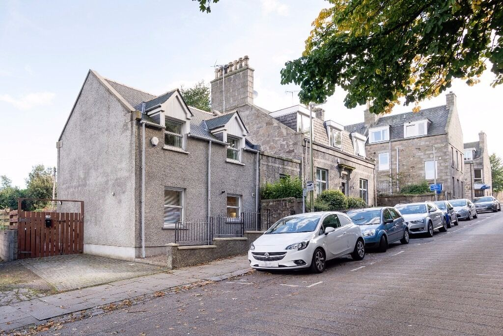 AM PM ARE PLEASED TO OFFER FOR LEASE THIS IMMACULATE 2 BED PROPERTY- SOUTH CROWN-ABERDEEN-P5332