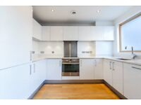Modern and large 2 bed, 2 bath with two terraces moments from Shoreditch LT REF: 4576581