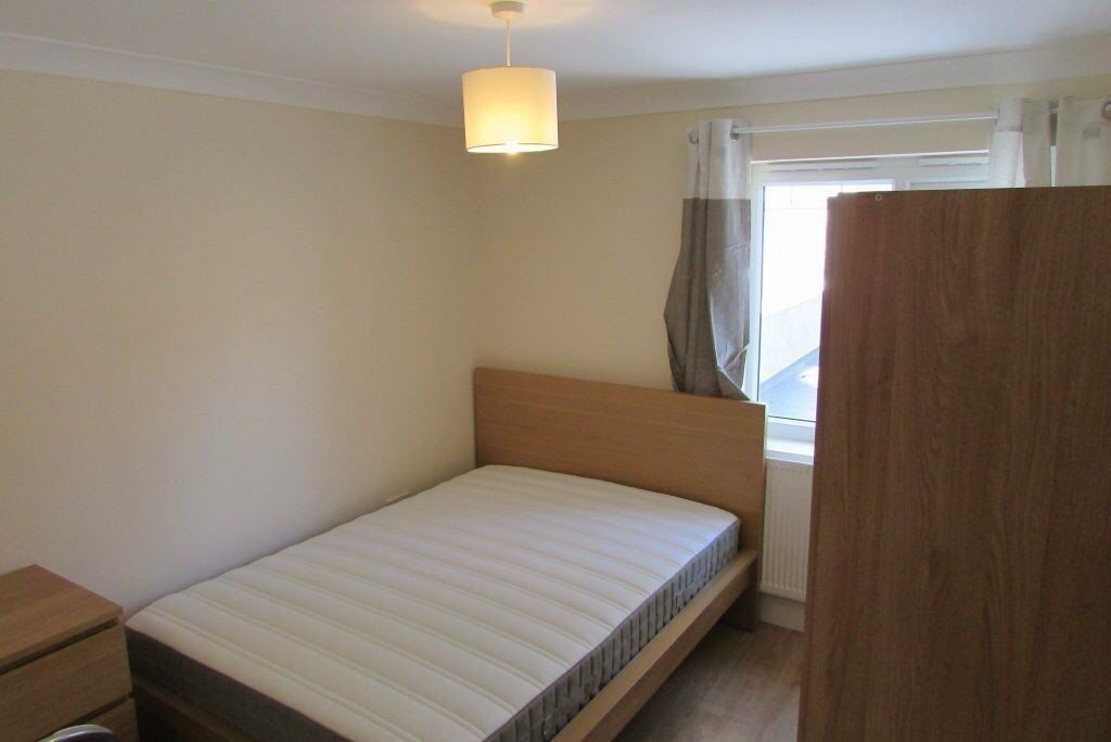 New Single Bedrooms, Availabale Now, Near Stratford