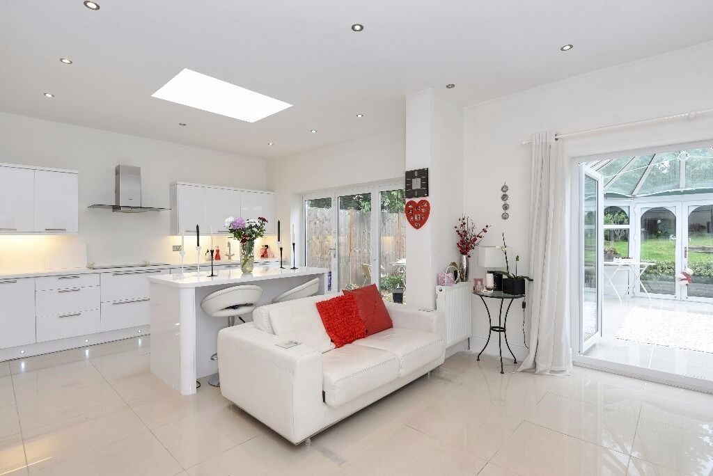 A four bedroom detached house to rent in New Malden. Coombe House Chase.
