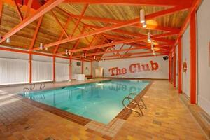2 Bed 1 Bath, Full Sized Private Gym And Pool Included In Rent!