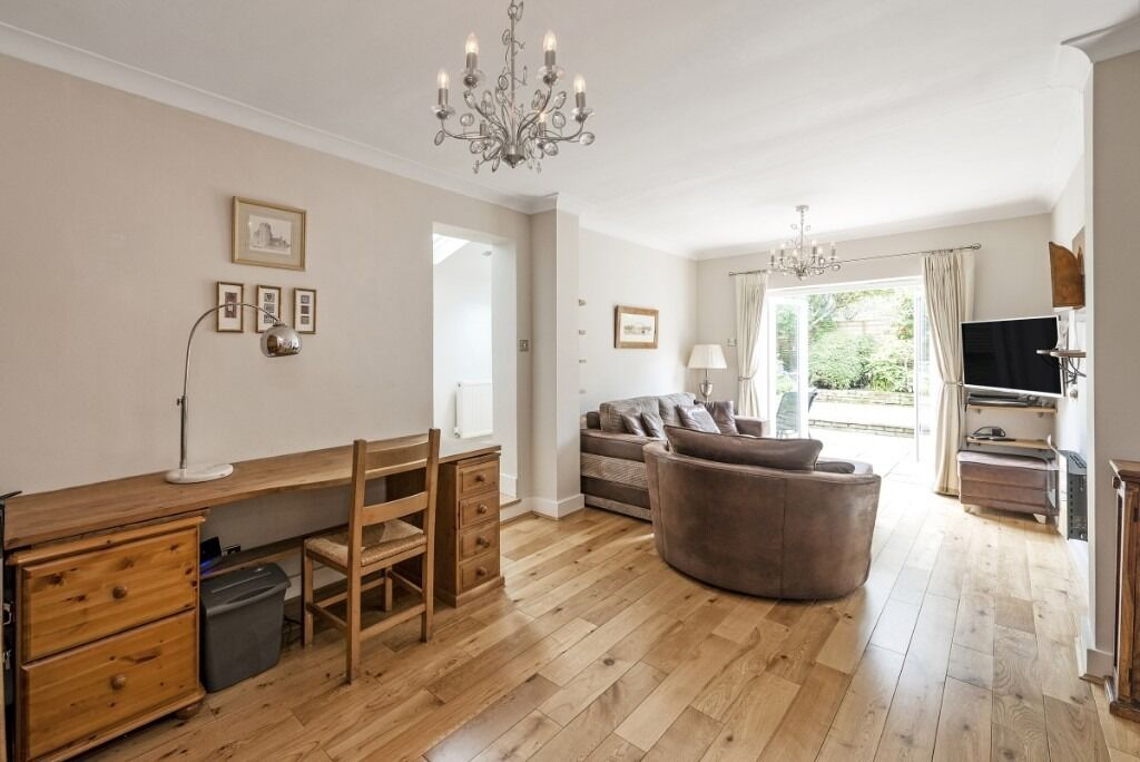 SHORT LET - A beautifully presented two bedroom flat with a private garden, Cranbury Road, SW6
