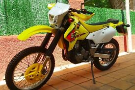 SUZUKI DRZ 400cc SK5 MOTORCYCLE FOR SALE WITH GENUINELY LOW MILEAGE AND IN EXCELLENT CONDITION