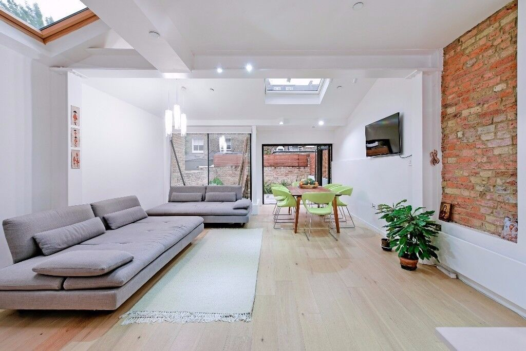 Stunning Three double bedroom flat located 3 minutes walk away from Clapham Junction Station