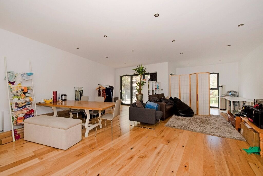Large and Modern Three Bedroom Apartment in Stoke Newington/Dalston