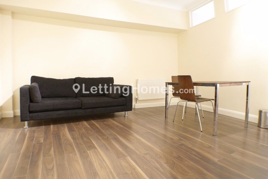 NEWLY REFURBISHED 2 DOUBLE BEDROOM property with 2 LARGE BEDROOM and WOOD FLOORS *AMAZING LOCATION*