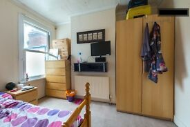 Large Double Room in Friendly Ealing House Share