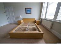 ** A Pair of Beautiful Bedside Tables in Oak Veneer **