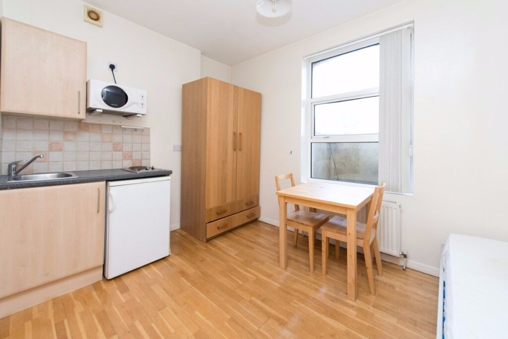 CHALK FARM ROAD, NW1: WELL LOCATED STUDIO, EASY WALK TO CAMDEN UNDERGROUND AND CHALK FARM, FURNISHED