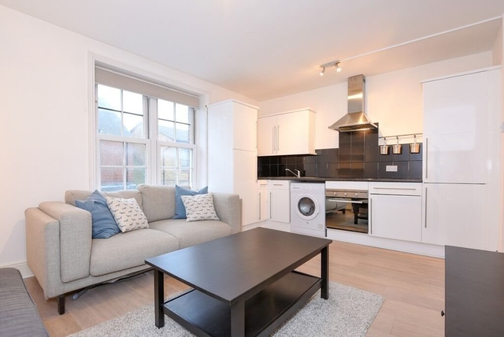 A modern one double bedroom, one bathroom first floor flat located on Dawes Road, SW6