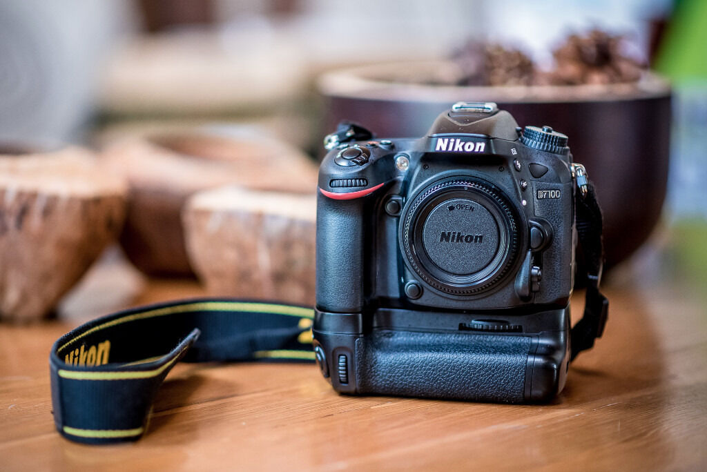Nikon D7100 Wedding Photography: Nikon D7100 And Battery Grip With 18-105 VR Kit Lens And