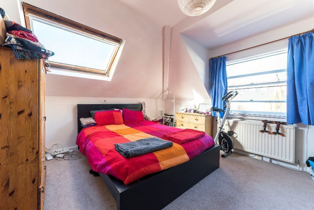 Unbeatable location for this amazing top floor one bed in West Hampstead