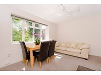 Modern 3 large double bedroom flat 5 min walk from 2 tube stations.