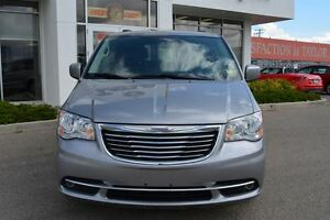 2016 Chrysler Town & Country Touring-L Regina Regina Area image 8
