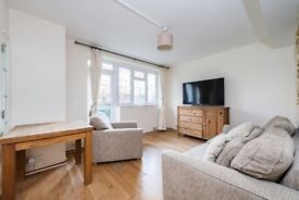 Spacious bright property situated just few minutes walk from Hackney station and London Fields