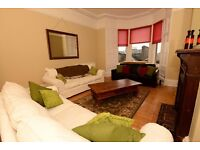 6 Double Bed, Holy Corner, trad lounge, dining kitchen, 2 full bath, 2 levels, 2 min walk Napier