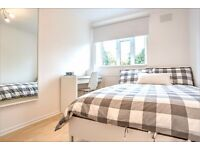 Newly refurbished double room available in Clapham South!