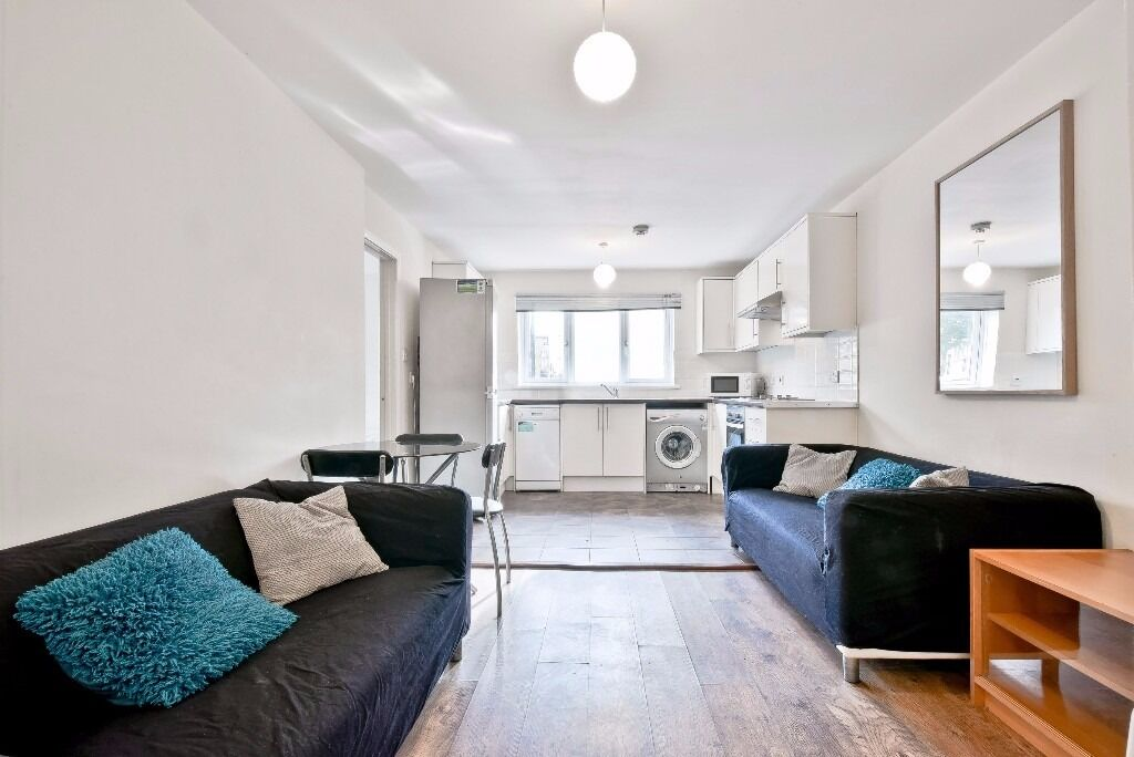 SUPERB 3 BED 2 BATH APARTMENT IN AMBASSADOR VERY CLOSE TO MUDCHUTE DLR OFFERED FURNISHED E14