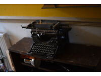 Rare collectible Underwood number 5 early 1900s typwriter