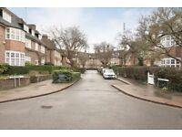 2 bedroom flat in Heathview Court, Golders Green, NW11