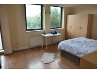 Large Double Room With Balcony - Commercial Road - Close to Shadwell DLR